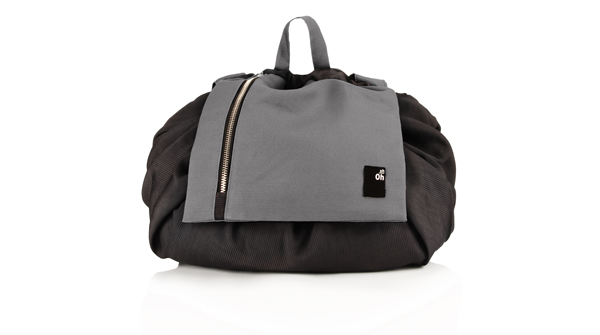 backpack-changing-black-travel